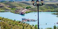 سد چالیدره از جاذبه های زیبای مشهد محسوب میشود چالیدره یکی از مکانهای تفریحی اطراف مشهد است. دریاچه سد چالی دره برای ابیاری باغهای اطراف طرقبه ساخته شده و دارای امکانات تفریحی مانند قایق سواری، ماهیگیری و رستوران است.