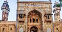 مسجد وزیر خان کجاست؟