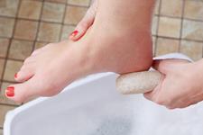 فواید استفاده از سنگ پا